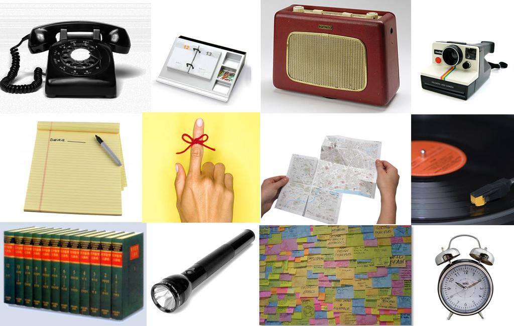 ett kollage av en lång rad analoga saker som inte längre behövs: radio ficklampa, anteckningsbok osv