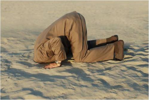 huvudet i sanden